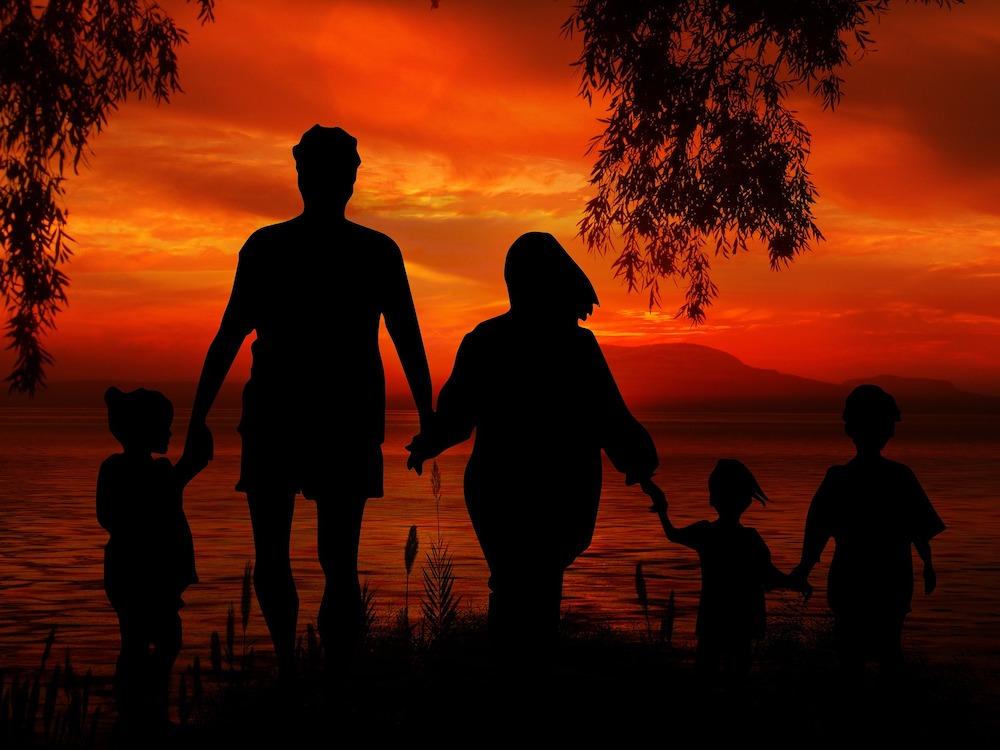family-1466261_1920